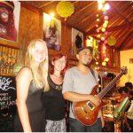 Живая музыка в кафе на Бали