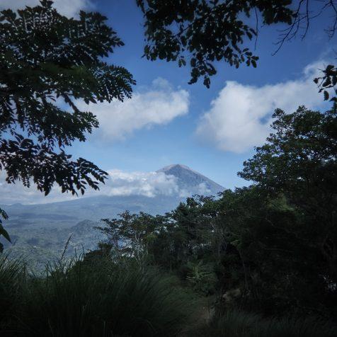 Трекинг в Амеде - Вид на вулкан Агунг