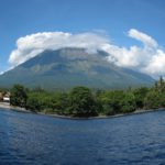 Вид на вулкан Агунг из Туламбена